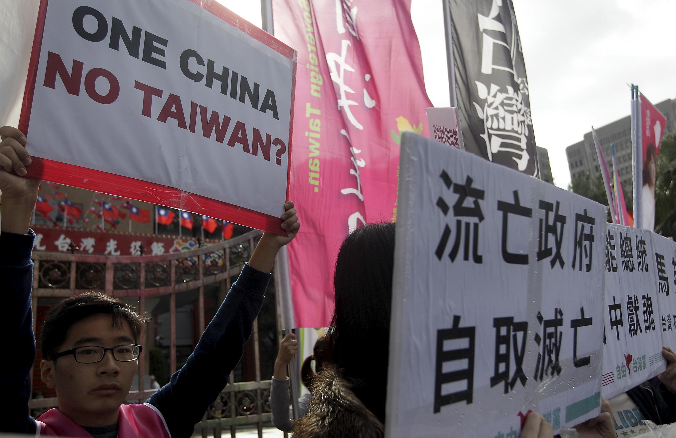 Protests_ChinaTaiwanMeet_Nov42015