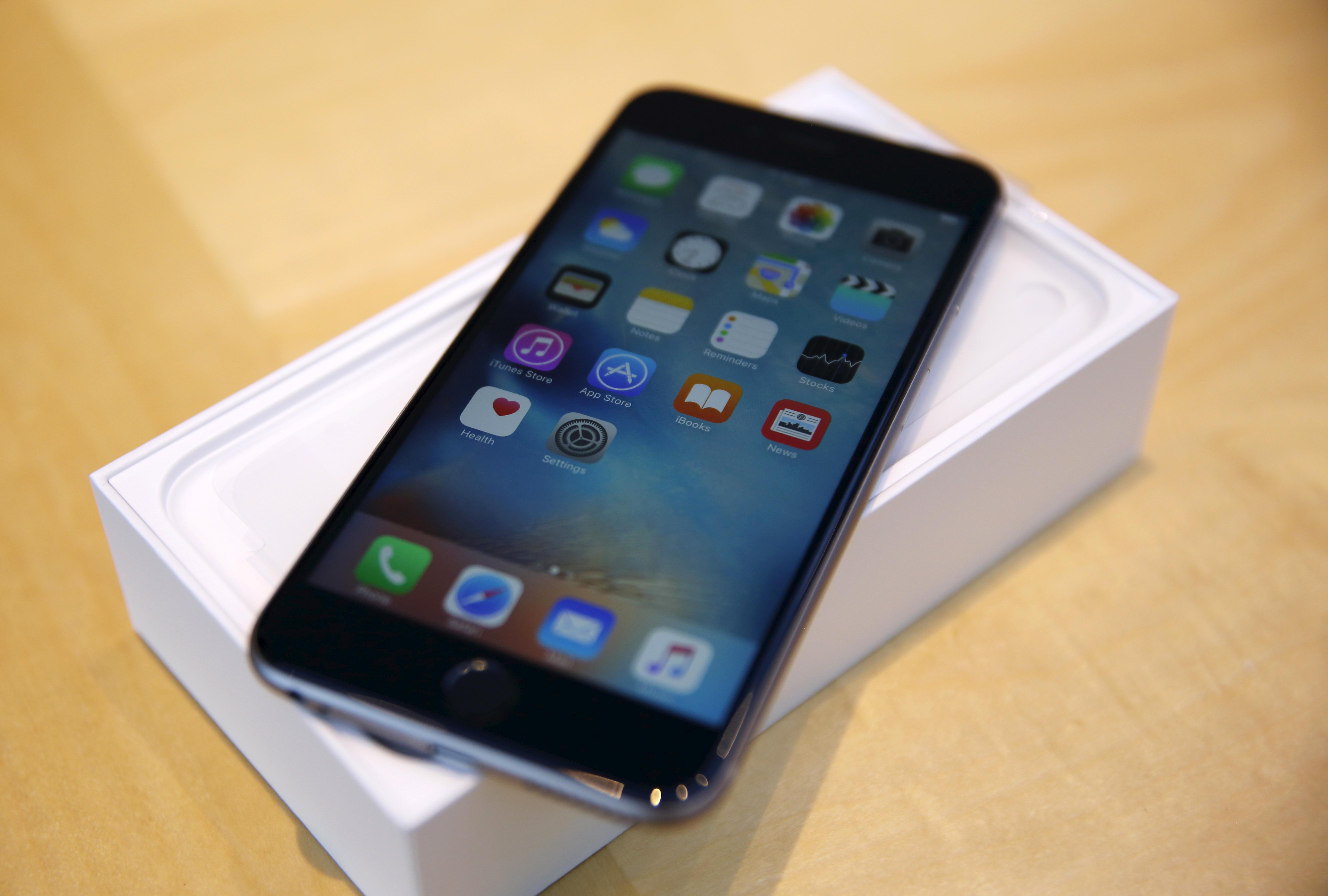 Apple-Price-Fix-Allegations-Russia-iPhone