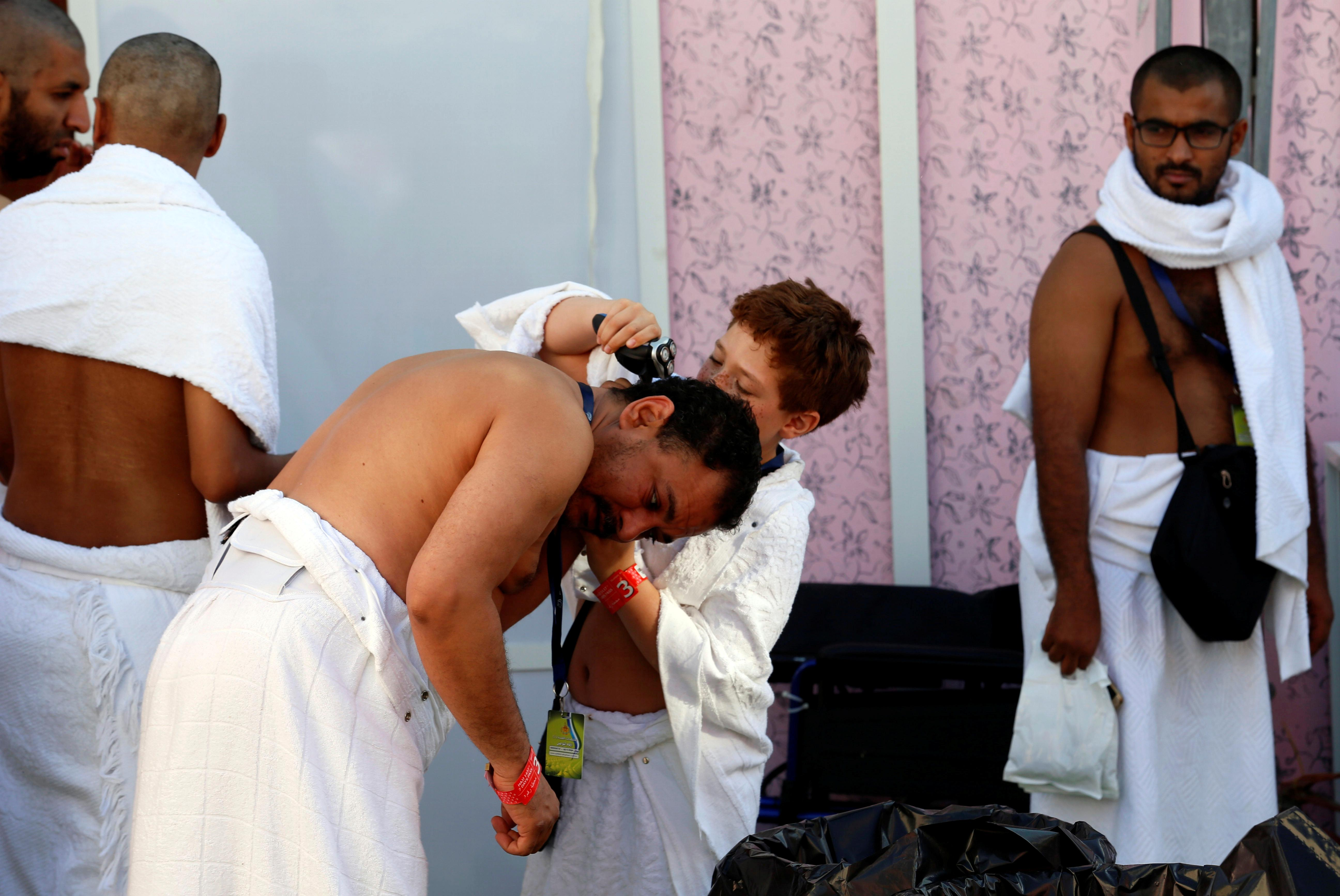 Muslim pilgrims shave their heads after they cast stones at pillars symbolizing Satan, during the annual Hajj pilgrimage on the first day of Eid al-Adha in Mina, near the holy city of Mecca, Saudi Arabia Sept. 12, 2016. Photo: REUTERS/Ahmed Jadallah