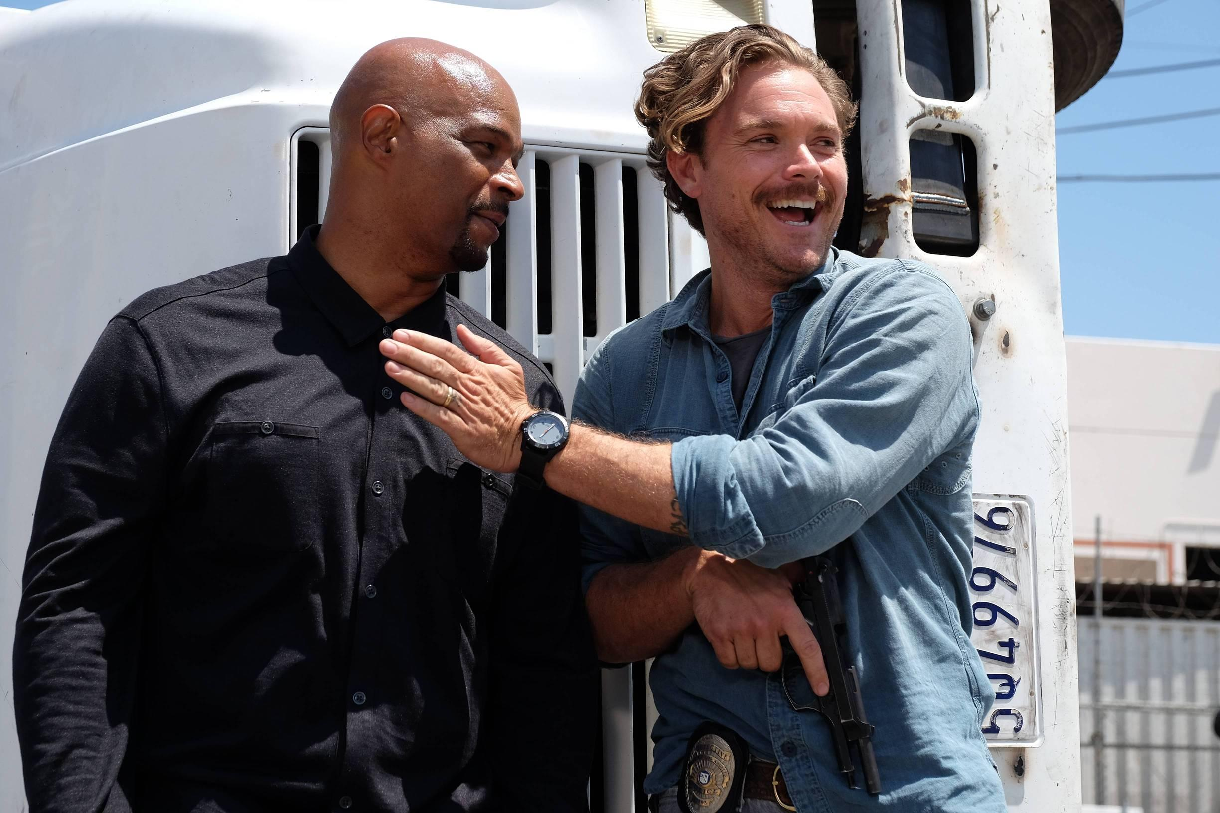 Damon Wayans as Murtaugh and Clayne Crawford as Riggs