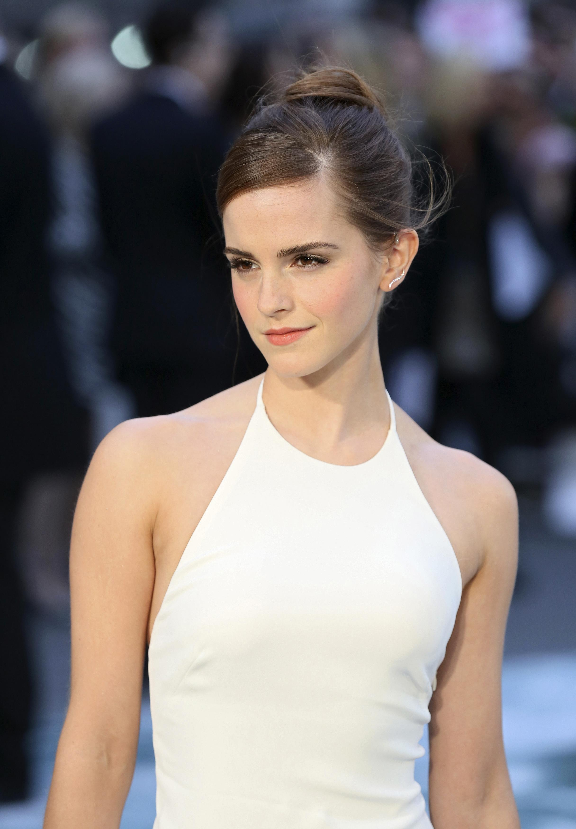 Emma Watson explains why she doesnt take photos with fans
