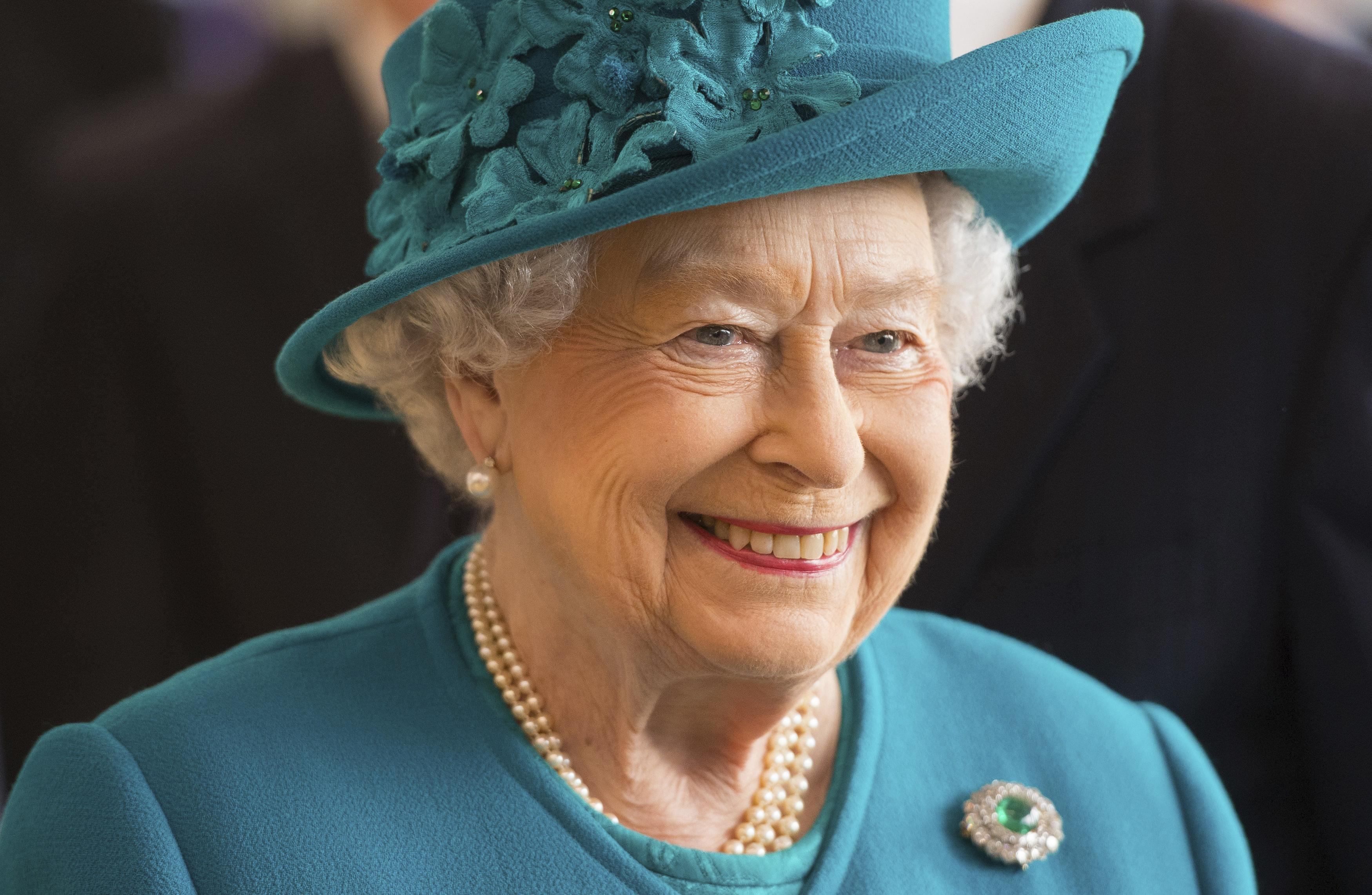 Work For Royalty The Queen Is Hiring In Buckingham Palace