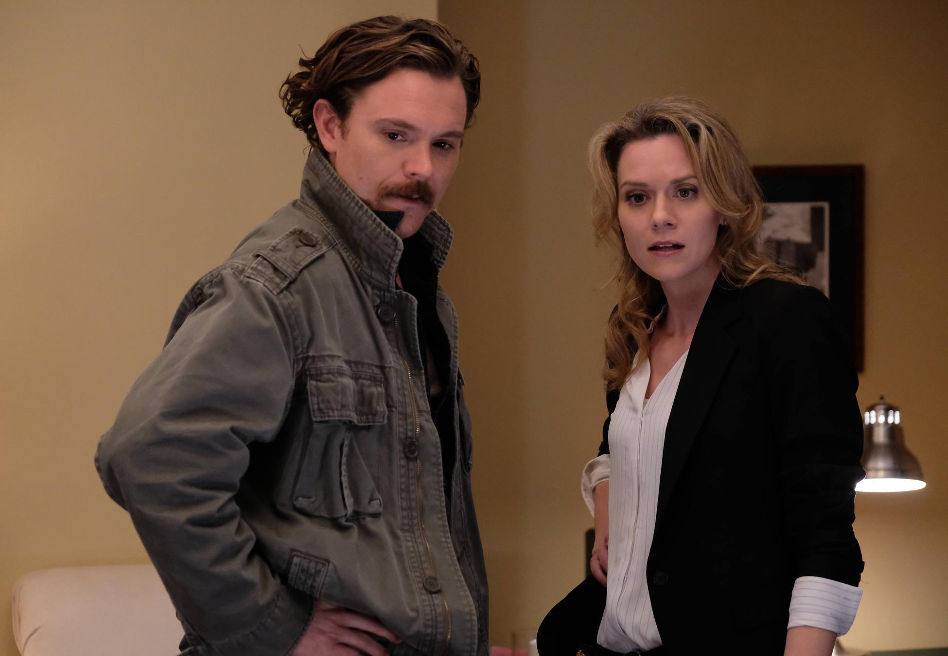 Clayne Crawford as Riggs, Hilarie Burton as Palmer