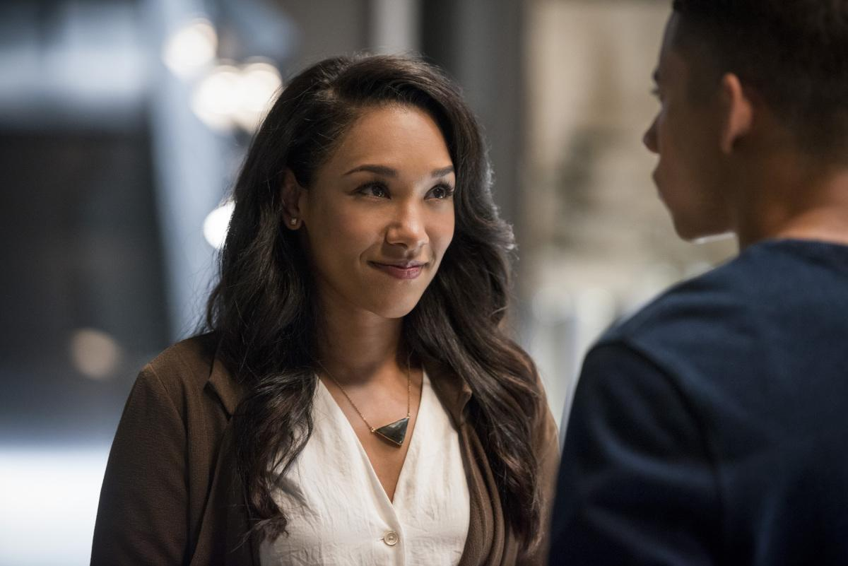 The Flash Star Candice Patton Shows Off Her Saturn Award
