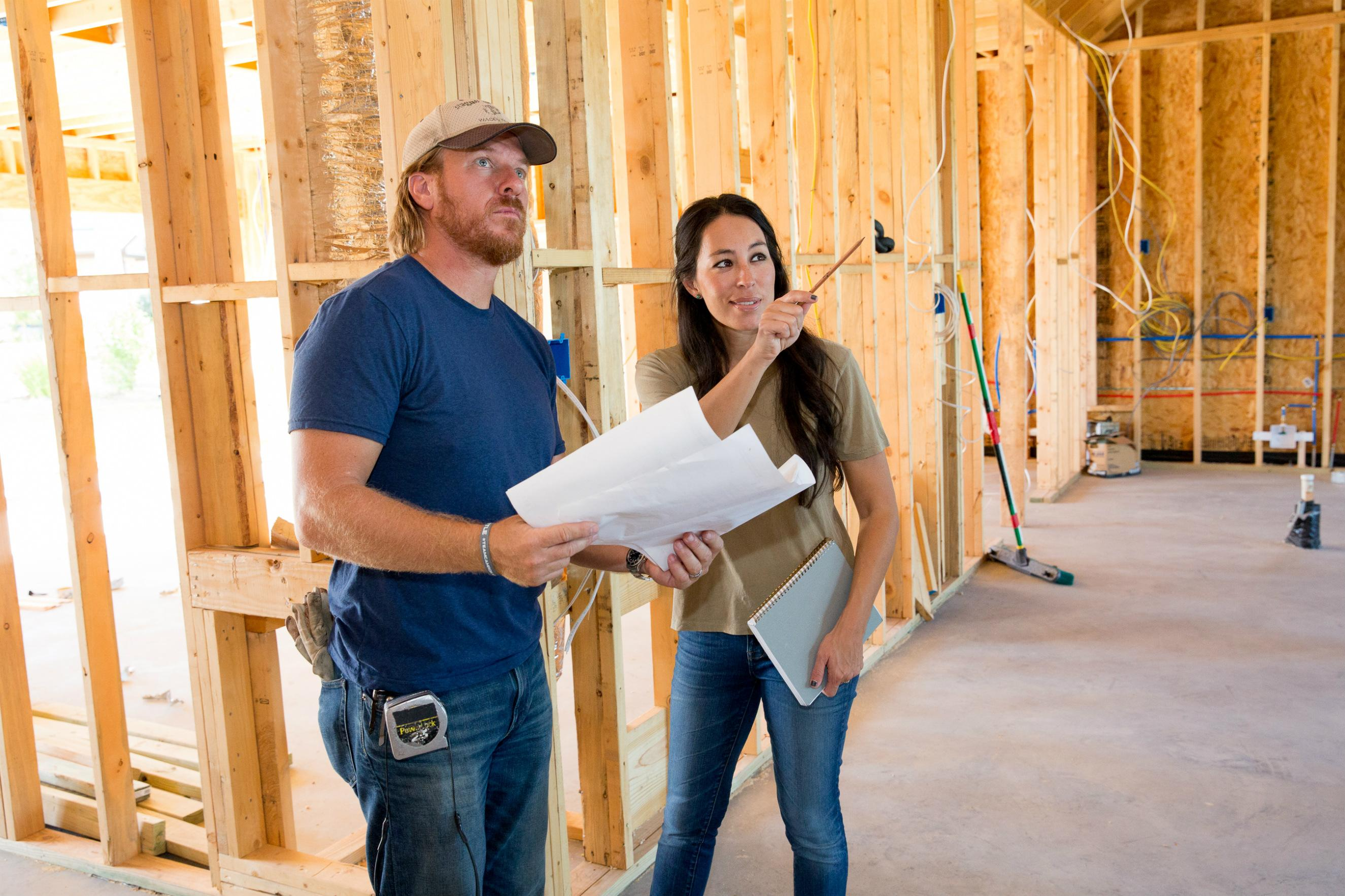 Do fixer upper stars chip and joanna gaines work outside for How does fixer upper actually work