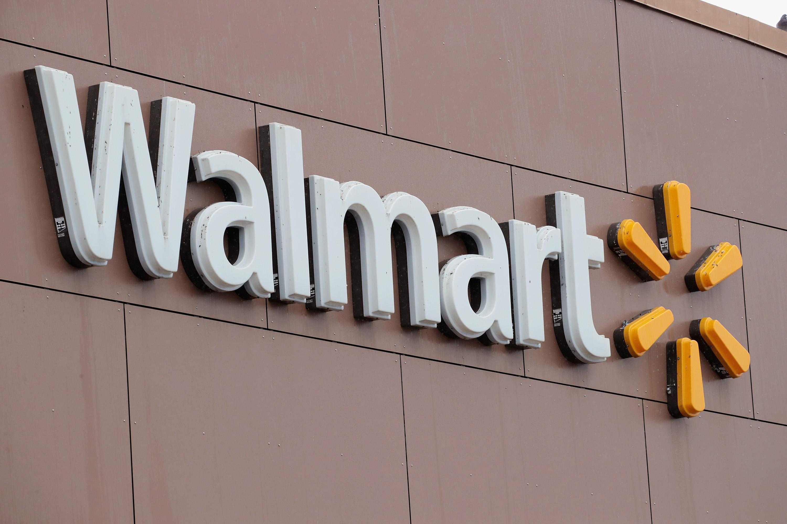 walmart discrimination Walmart employs 815,000 women -- 57 percent of its us workforce -- and has a history of unfair treatment of these female employees: they are often underpaid.
