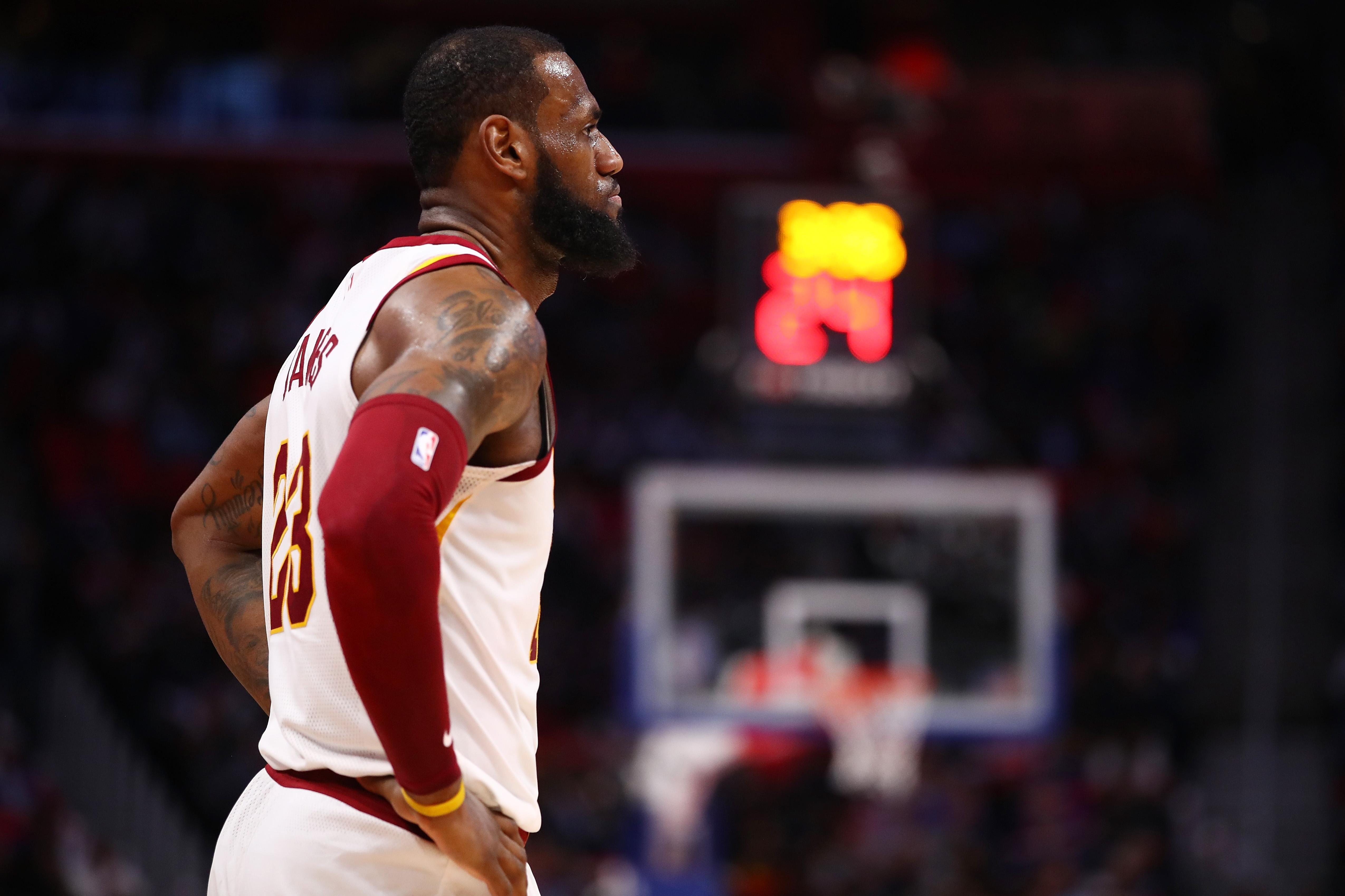 Cavaliers not ready to send Lue packing