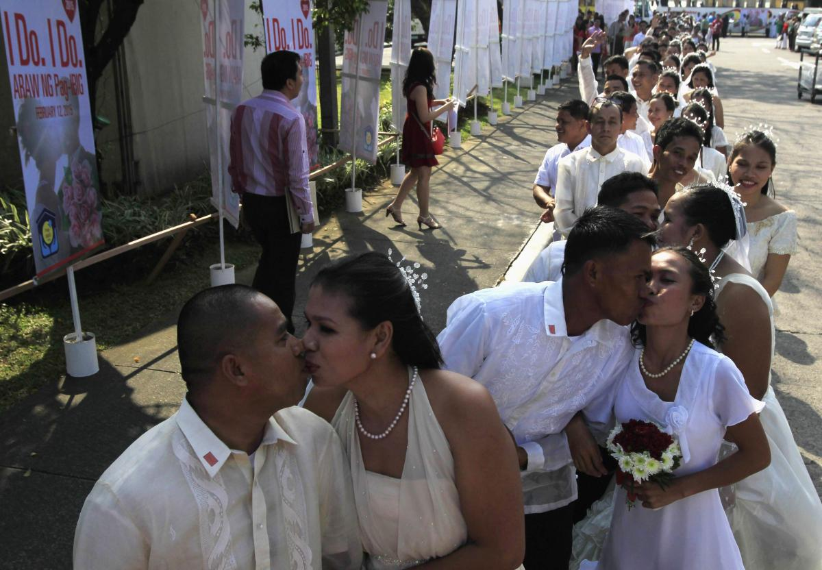 Valentine's Traditions Around The World 2015: How They