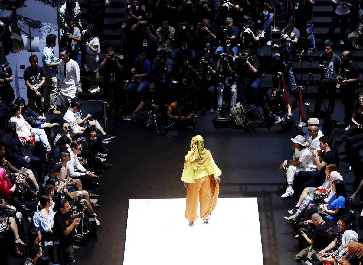 advertising in fashion industry Fashion management careers: salary info & job if you are interested in the fashion industry to stand out as a marketing manager within the fashion industry.