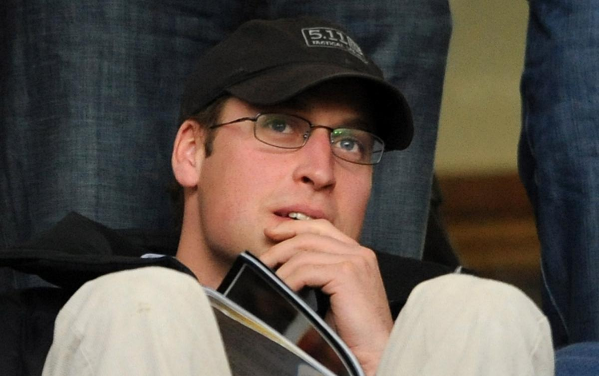 Kate Middleton S Husband Prince William Wears Glasses At