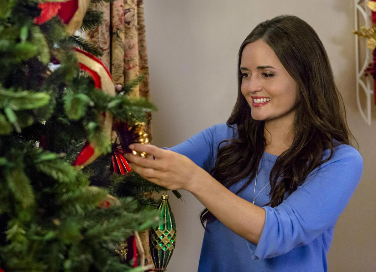 hallmark renews when calls the heart orders 34 christmas movies 3 mysteries. Black Bedroom Furniture Sets. Home Design Ideas