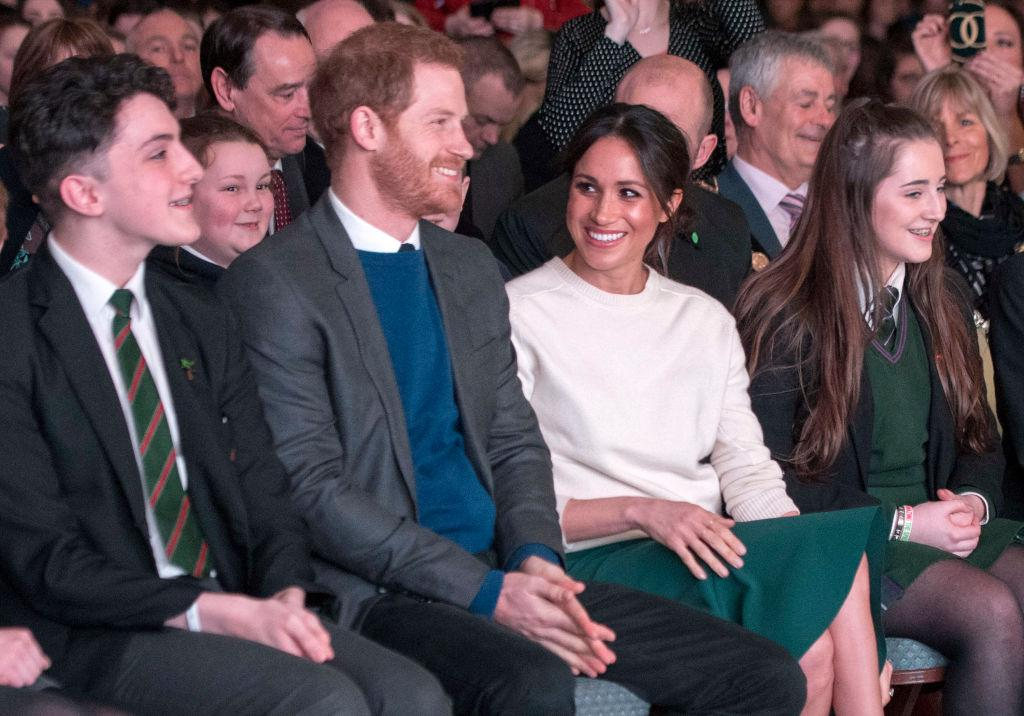 Body Language Experts Analyze Prince Harry and Meghan Markles Official Engagement Photos