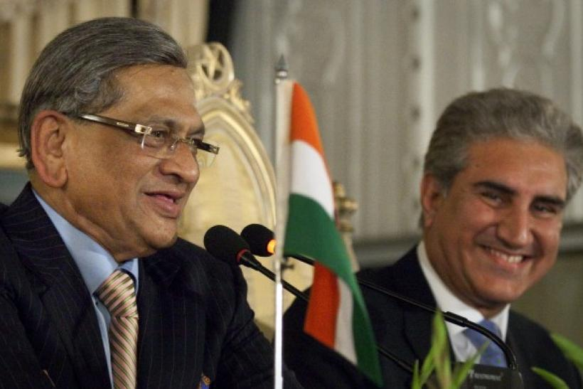 Pakistan's Foreign Minister Shah Mehmood Qureshi (R) and his Indian counterpart S.M. Krishna smile after a question from a journalist during their joint news conference in Islamabad July 15, 2010