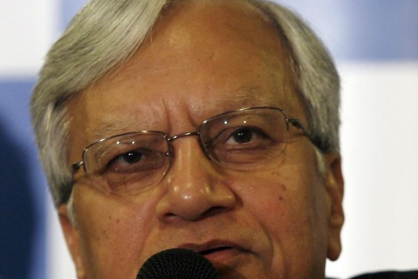 Tata Motors Vice Chairman Ravi Kant speaks during a news conference after announcing the company's consolidated results for the first quarter in Mumbai August 31, 2009.