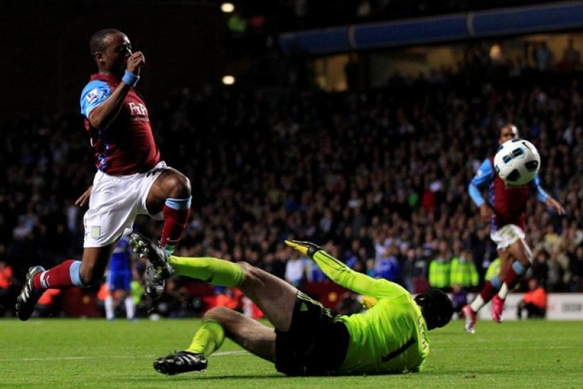 Aston Villa-s Reo-Coker fails to score past Chelsea-s Cech during their English Premier League soccer match in Birmingham.