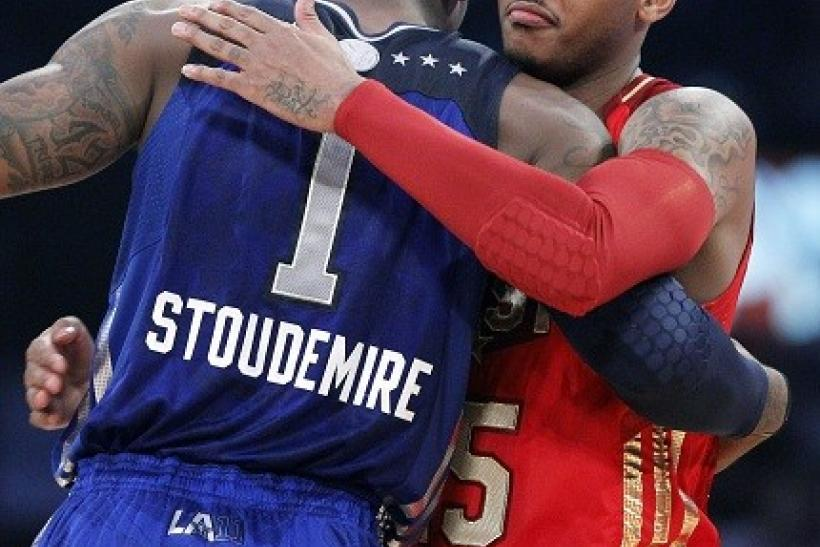 Anthony Hugs his Potential Knicks Teammate Stoudemire