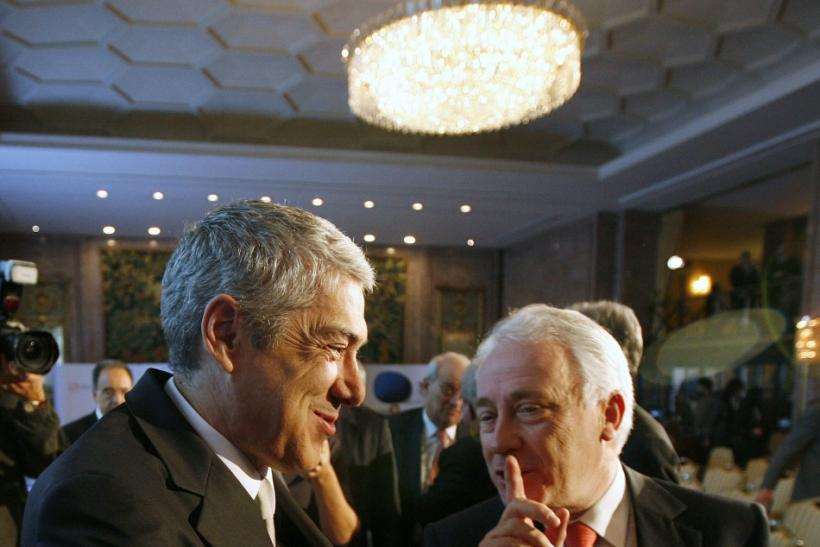 Portugal's Prime Minister Jose Socrates (L) speaks with Portugal Central Bank Governor Carlos Costa during a conference organized by Reuters and TSF radio in Lisbon February 28, 2011.