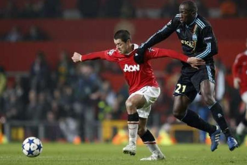 Manchester United's Javier Hernandez (L) is challenged by Olympique Marseille's Souleymane Diawara