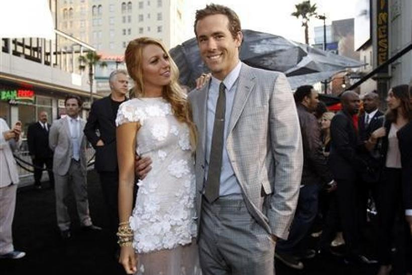 Cast members Ryan Reynolds and Blake Lively pose at the premiere of ''Green Lantern'' at the Grauman's Chinese theatre in Hollywood, California June 15, 2011.