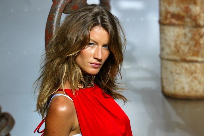 BRAZILIAN TOP MODEL GISELE DISPLAYS FOR DOLCE & GABBANA WOMEN'S SPRING/SUMMER 2003 COLLECTION IN MILAN.