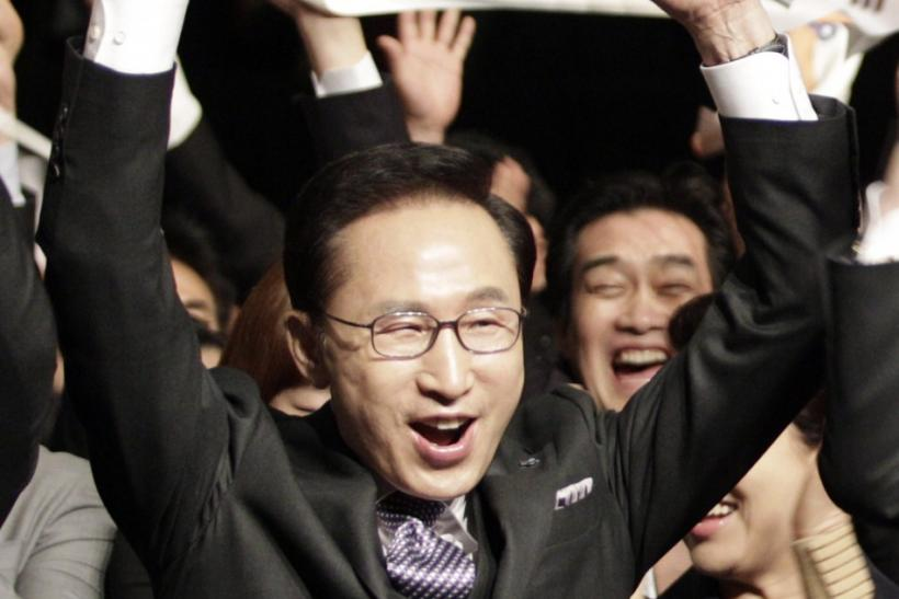 South Korea's President Lee and members of Pyeongchang 2018 bid committee react after announcement of winning city bid for 2018 Winter Olympic Games in Durban
