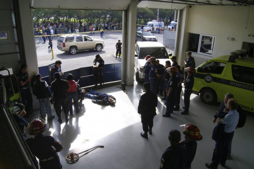 The body of the Argentine singer Facundo Cabral lies in the Municipales del Guarda fire station in Guatemala City