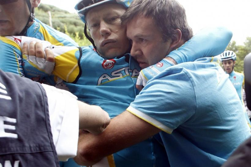 Astana rider Alexandre Vinokourov (C) of Kazakhstan is carried by teammates