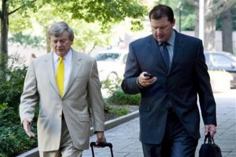 Judge declares mistrial in Roger Clemens perjury case