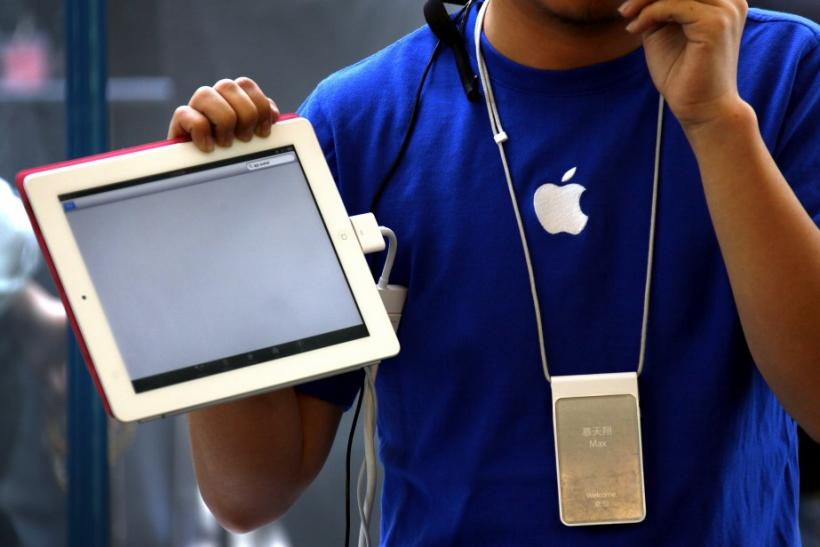 An Apple store employee gives a class on how to use the new iPad 2 during the China launch at an Apple Store in central Beijing