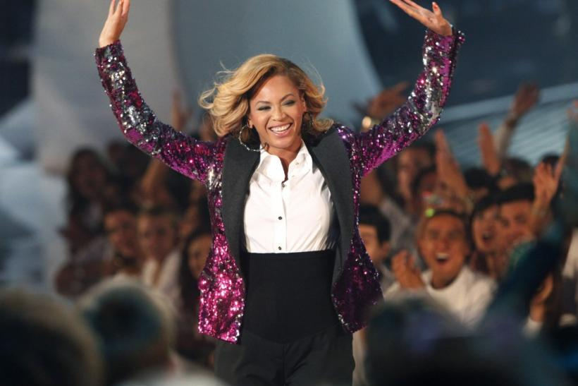 "Singer Beyonce waves to fans after performing ""Love On Top"" at the 2011 MTV Video Music Awards in Los Angeles"