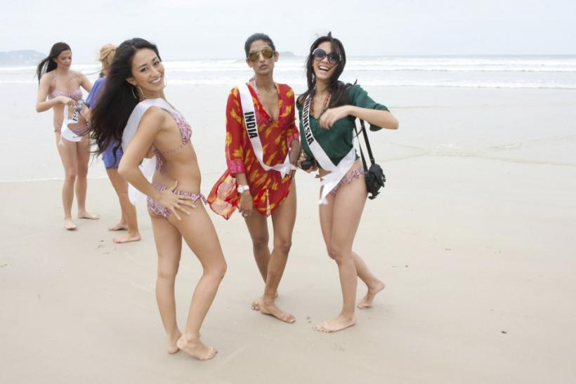Sizzling Hot Swimsuit Images of 2011 Miss Universe Contestants.