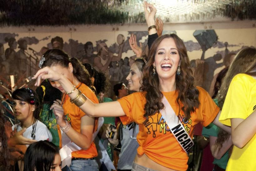Miss Universe 2011: Stunning Contestants Dance to Help Slum Children in Brazil.