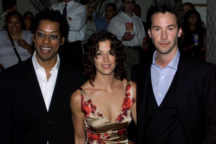 "Actor Keanu Reeves (R) star of the new film ""The Replacements"" poses with cast members Orlando Jones (L) and Brooke Langton at the film's premiere in Los Angeles"