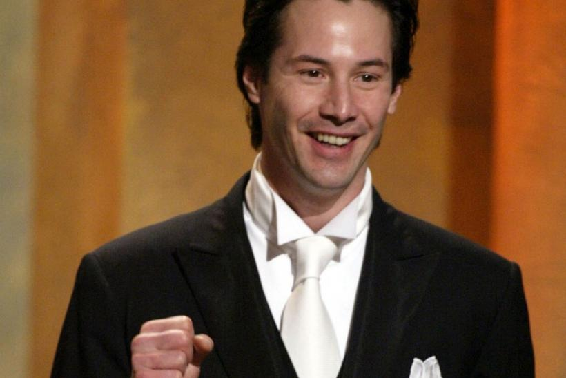 Actor Keanu Reeves speaks about actor Denzel Washington during the 17th American Cinematheque award dinner in Beverly Hills December 6, 2002 honoring Washington.