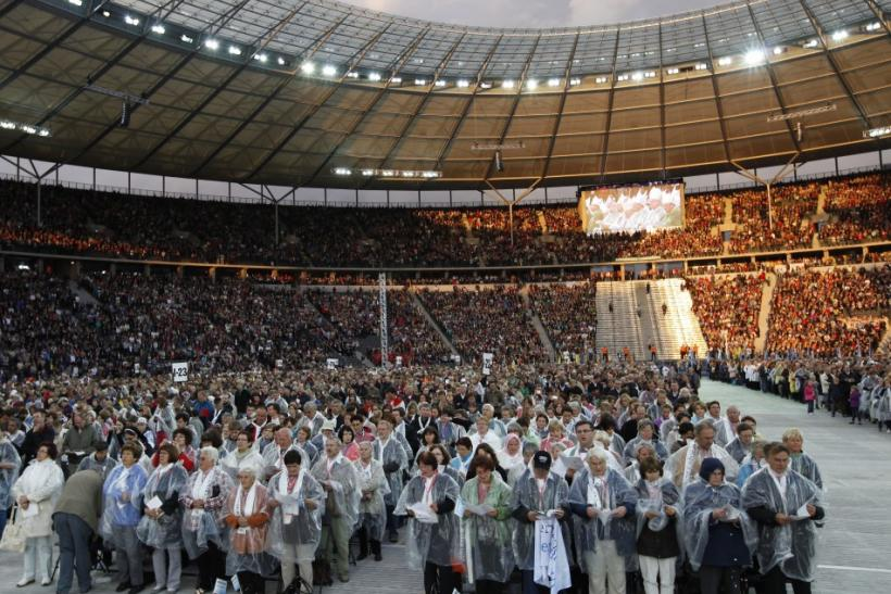 Faithful sing hymn during a Holy Eucharist celebration lead by Pope Benedict XVI at the Olympic stadium in Berlin