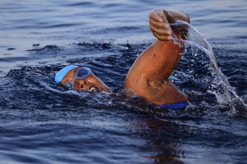 U.S. long-distance swimmer Diana Nyad starts her attempt to swim to Florida from Havana