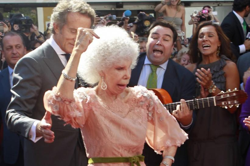 Spain's Duchess of Alba Cayetana Fitz-James Stuart y Silva dances flamenco beside her husband Alfonso Diez at the entrance of Las Duenas Palace after their wedding in Seville