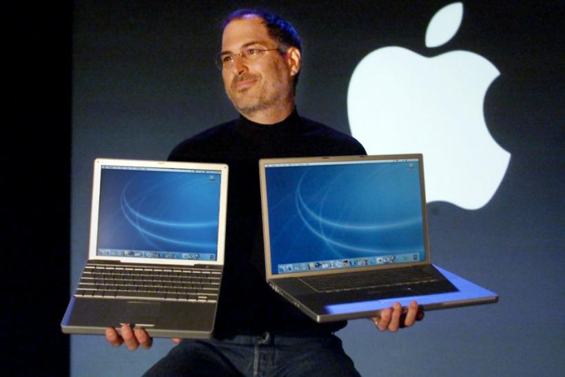 APPLE CEO JOBS INTRODUCES NEW LAPTOP COMPUTERS.