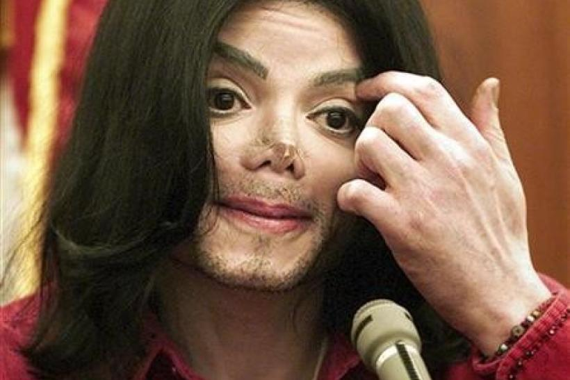 Entertainer Michael Jackson testifies in Santa Maria Superior Court