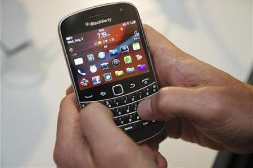 A person uses the Blackberry Bold 9900