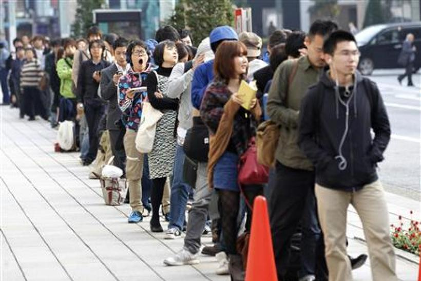 Customers queue to buy iPhone 4S outside an Apple store in Tokyo