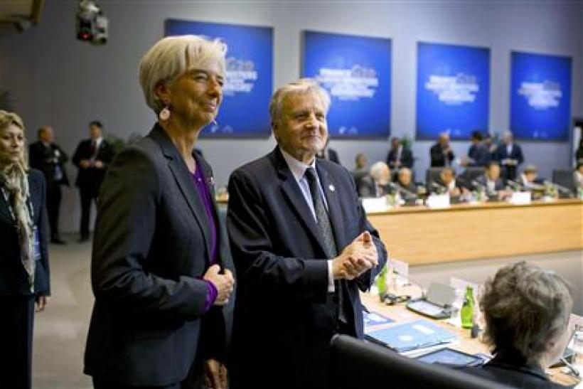 IMF chief Lagarde stands with European Central Bank President Trichet at the start of the G20 meeting in Paris