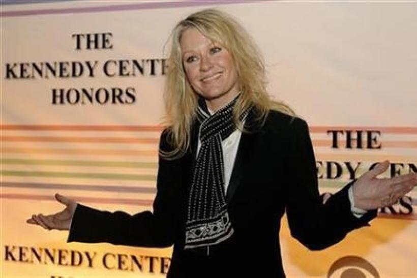 Country singer Shelby Lynne gestures to photographers as she arrives for the 2008 Kennedy Center Honors Gala at the Kennedy Center in Washington