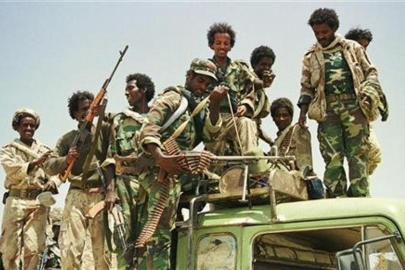 Jubilant Eritrean troops show off their weapons