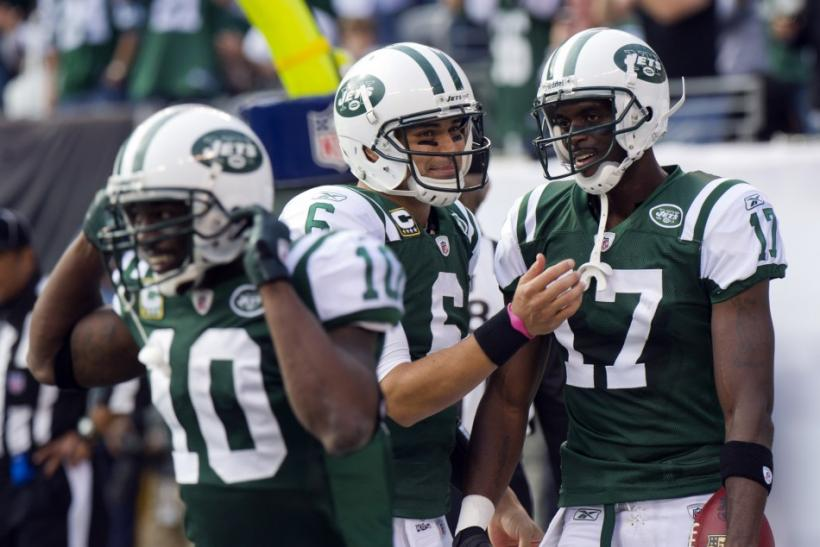 Mark Sanchez connects with Plaxico Burress for three TDs.