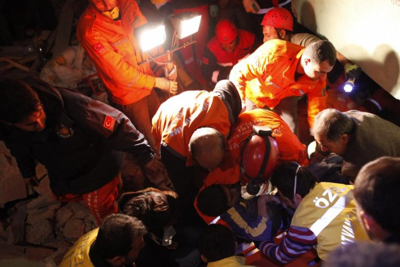 Turkey Earthquake 2011: 138 Dead and About 350 Injured in 7.2 Magnitude Quake