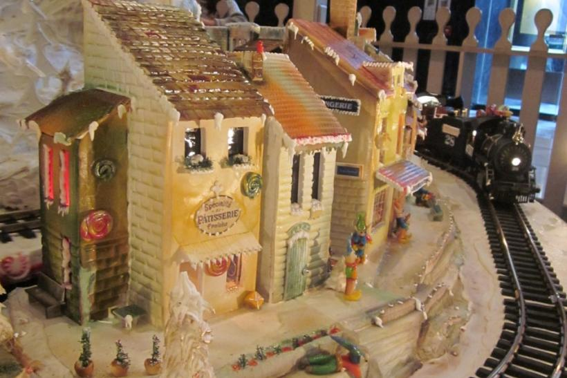 Signature 12-ft Holiday Sugar Castle