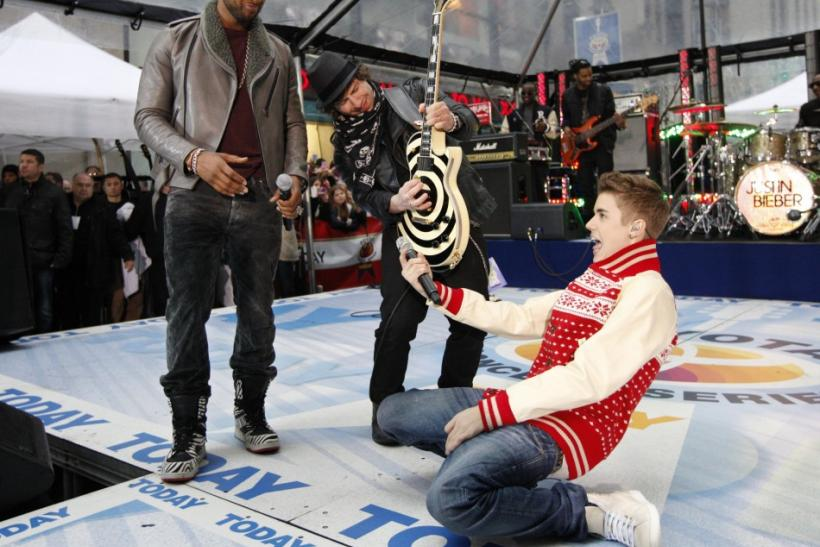 "Singers Justin Bieber (R) and Usher (L) perform together on NBC's ""Today"" show in New York"