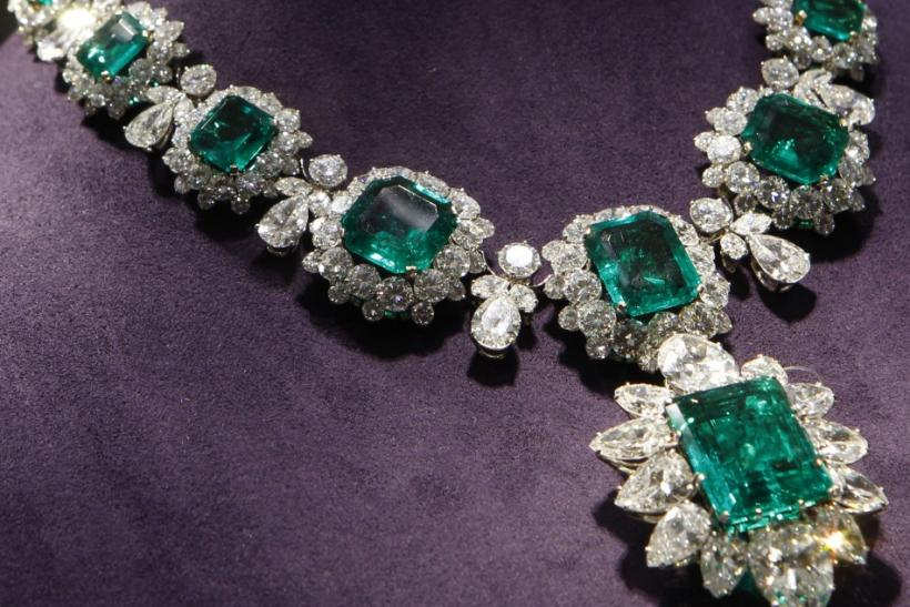 Elizabeth Taylor Jewelry Shatters record at Auction