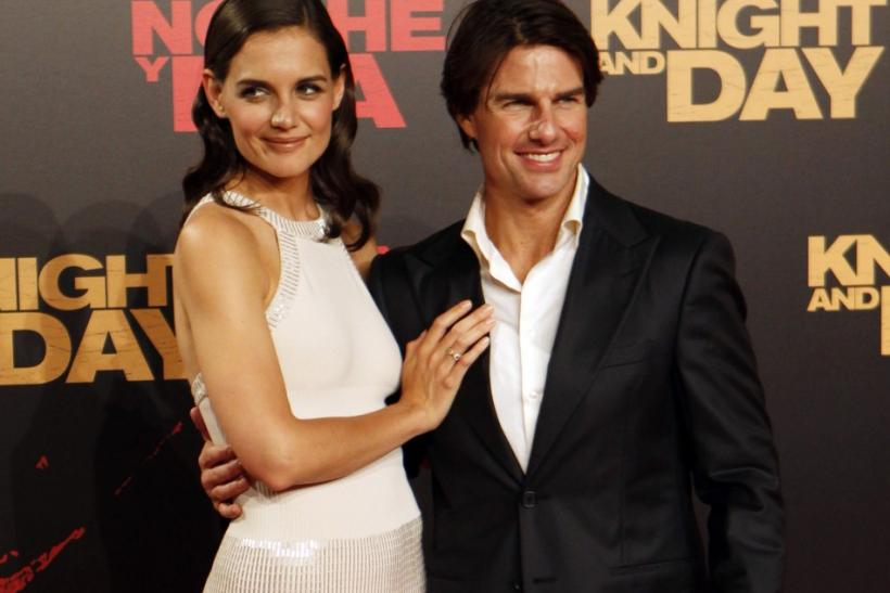 """U.S. actor Tom Cruise poses with his wife actress Katie Holmes during the world premiere of his film """"Knight & Day"""" in Seville"""